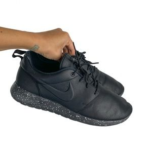 Nike Black Roshe Speckled Bottom Shoes
